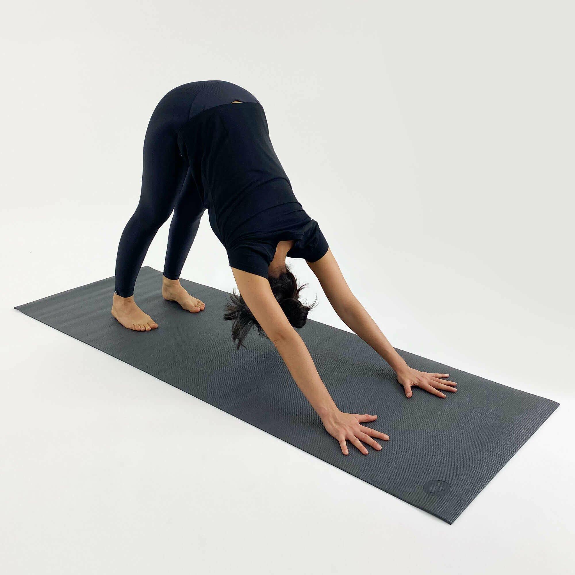 asana-tapete-yoga-yogateria-grafite-5