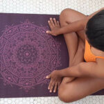 tapete-yoga-leela-mandala-yogateria-ameixa-roxo-7