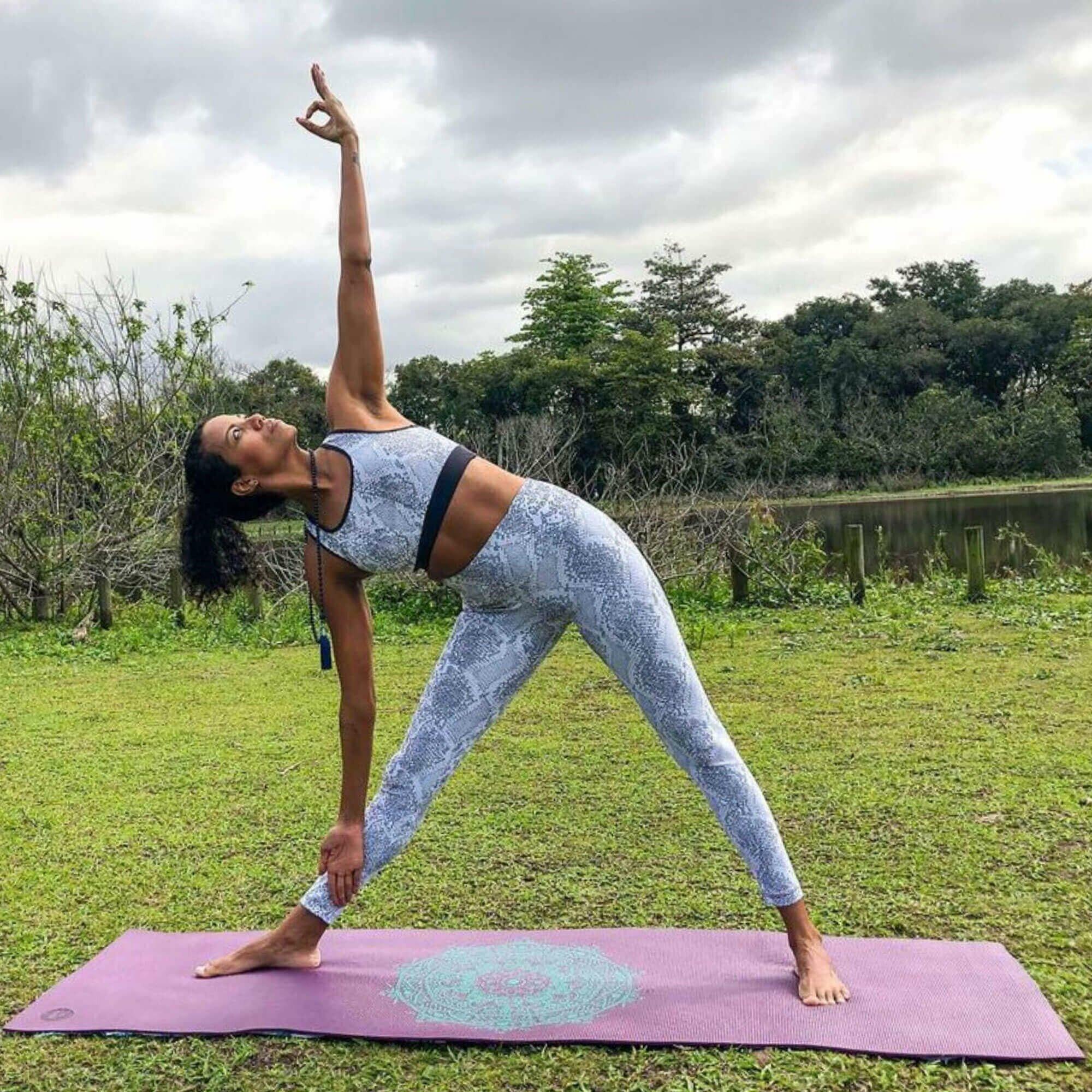 tapete-yoga-leela-mandala-yogateria-ameixa-turquesa-8