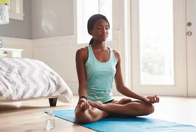 hatha yoga pratica e benefícios  yogateria