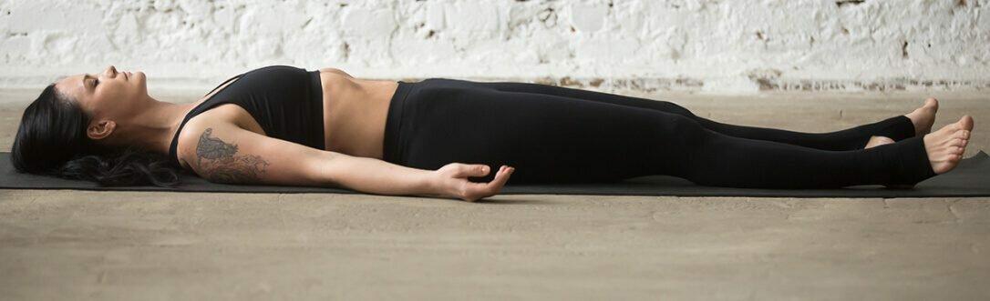savasana-postura-cadaver
