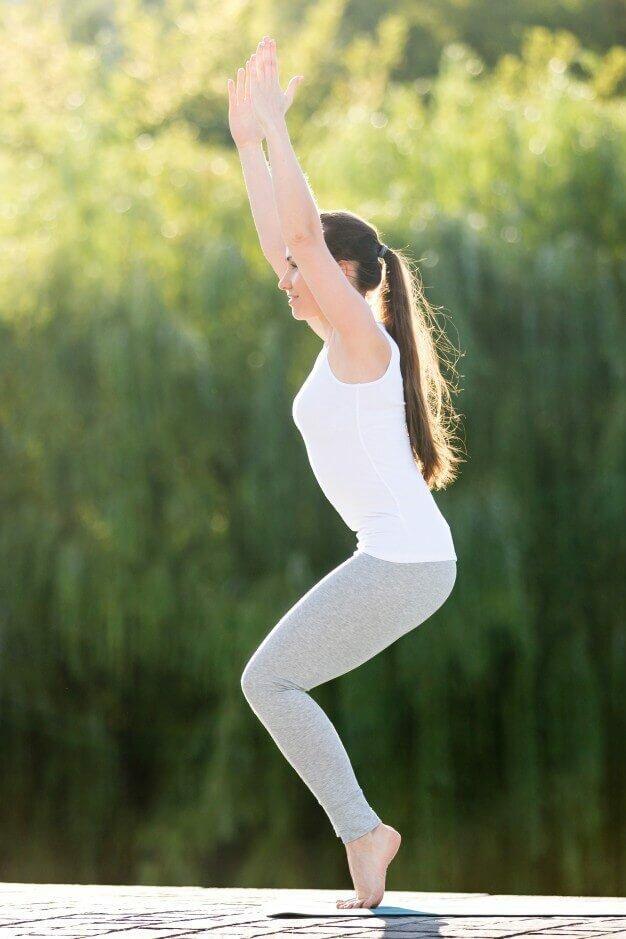 Utkatasana -postura-cadeira-yogateria