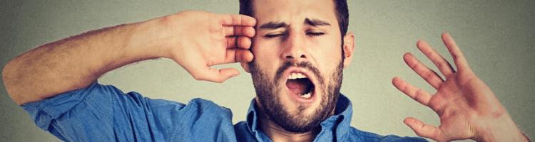 homem-cansado-bocejando