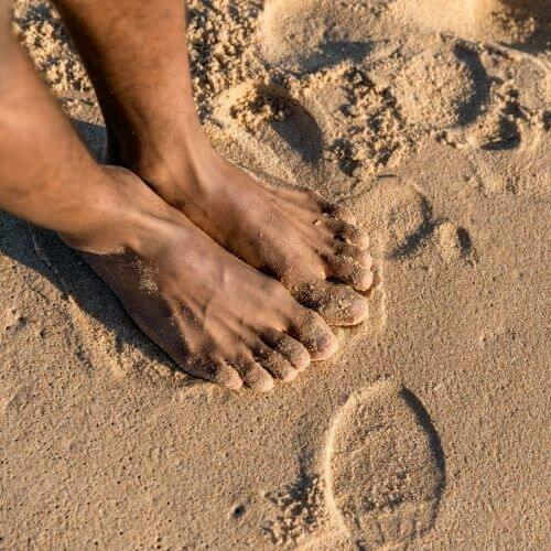 Pés-natureza-praia