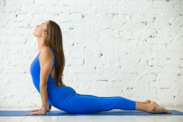 bhujangasana-postura-cobra-yogateria