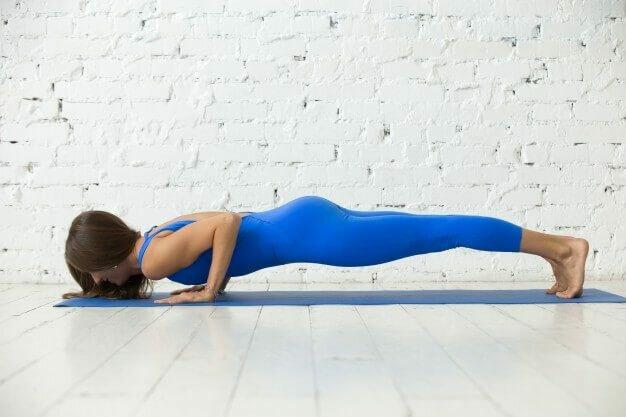 chaturanga-dandasana-postura-yogateria