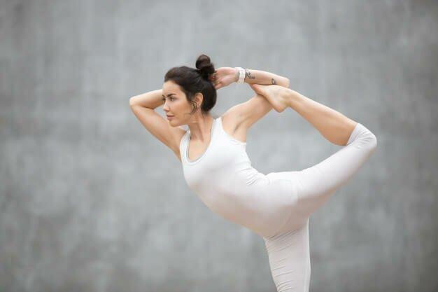postura-de-danca-shiva-yogateria