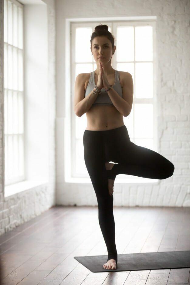 vrksasana-postura-arvore-yogateria