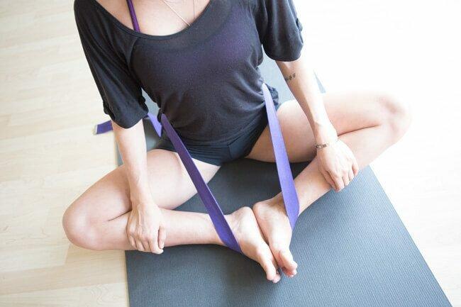 yoga-strep-postura-trono-yogateria