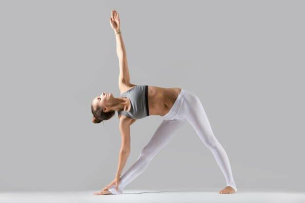 postura-triangulo-yogateria