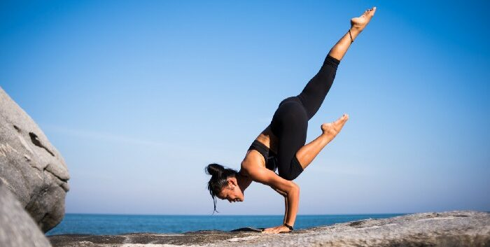 bakasana-postura-corvo-yogateria10