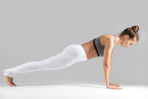 postura-prancha-yogateria