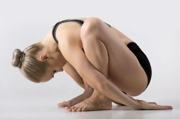 malasana-postura-guirlanda-yogateria6