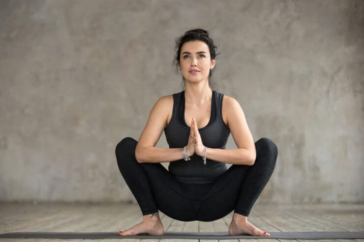 malasana-postura-guirlanda-yogateria8