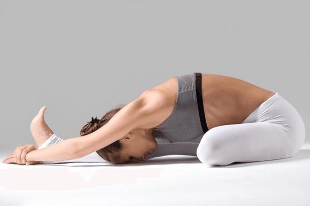 Janu -Shirsasana-flexão-frontal-com-uma-perna-yogateria