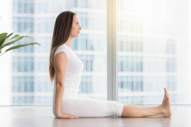 postura-bastao-yogateria