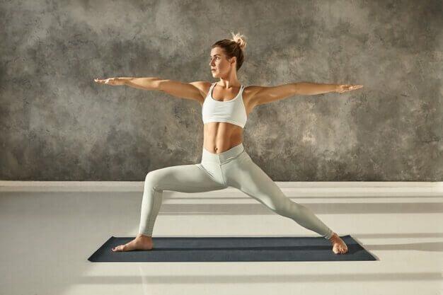 postura-guerreiro-yogateria4
