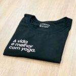 Camiseta A vida é melhor com yoga