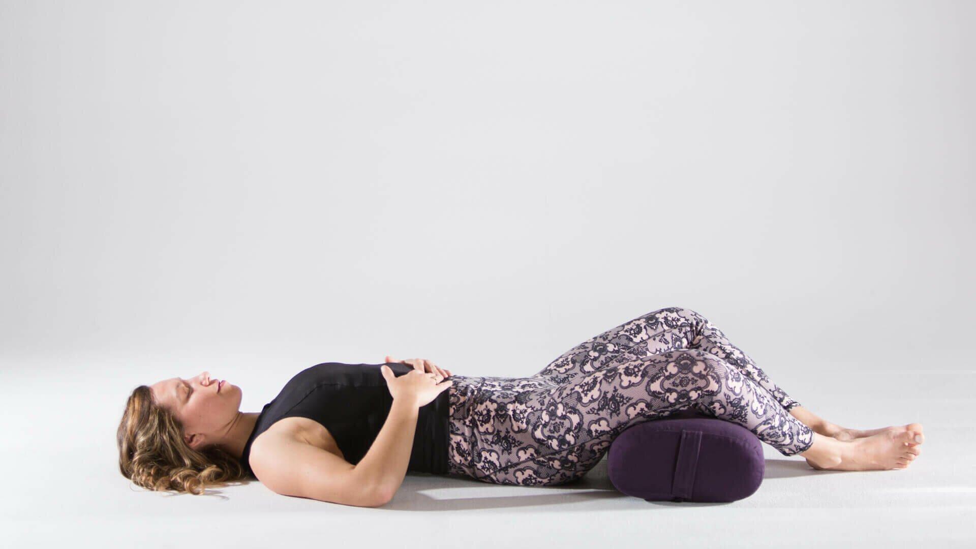 postura-borboleta-reclinada-yogateria