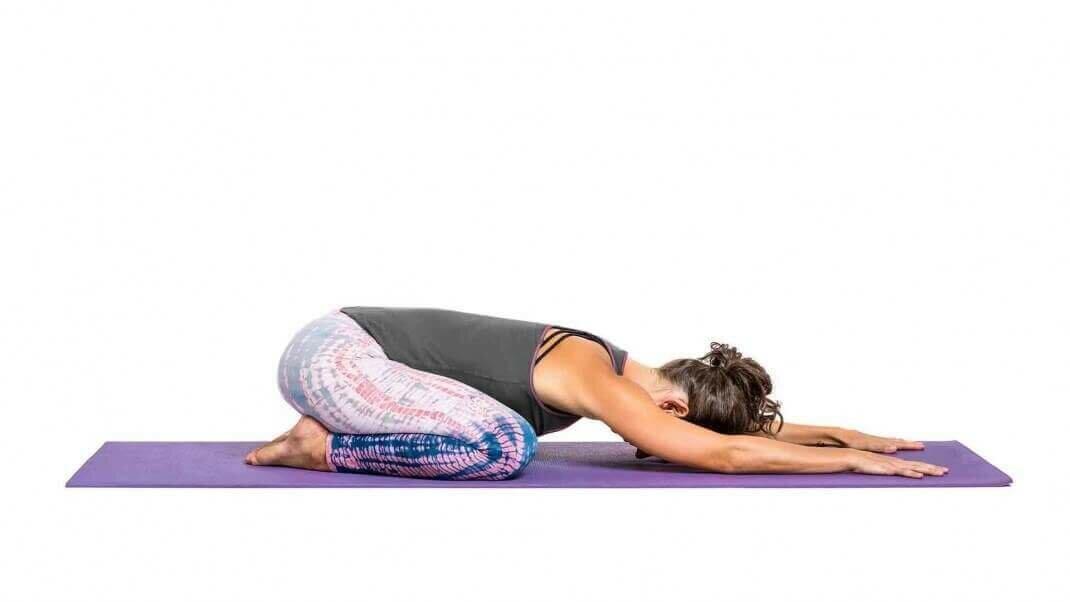 postura-criança-balasana-yogateira