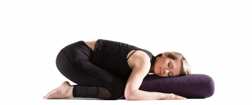 postura-da-criança-bolster-yogateria